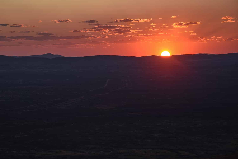 coucher de soleil sur la côte ouest de l'Australie au parc national de Karijini