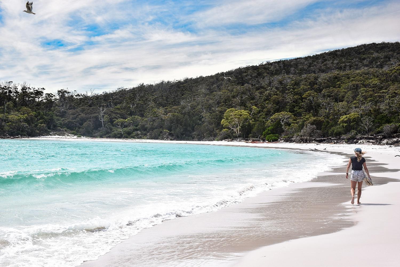 Plage de Wineglass Bay dans le parc national de Freycinet en Tasmanie