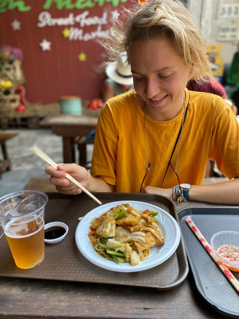 Repas au Ben Tanh Street Food Market d'Ho Chi Minh