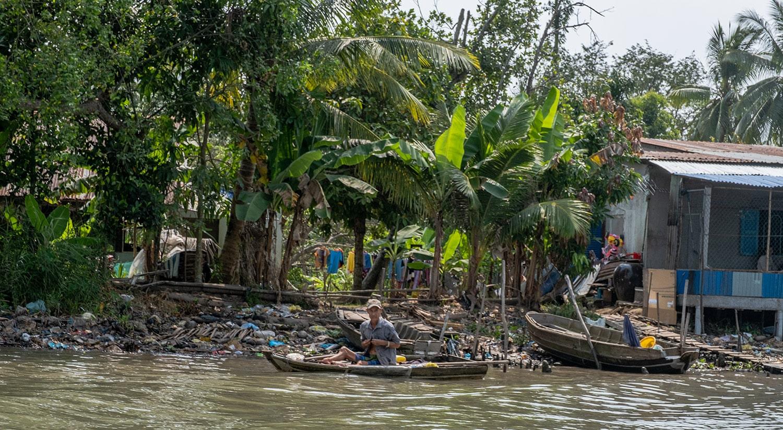 Gestes écologiques au quotidien : arrêter les bouteilles d'eau en plastique pollution asie