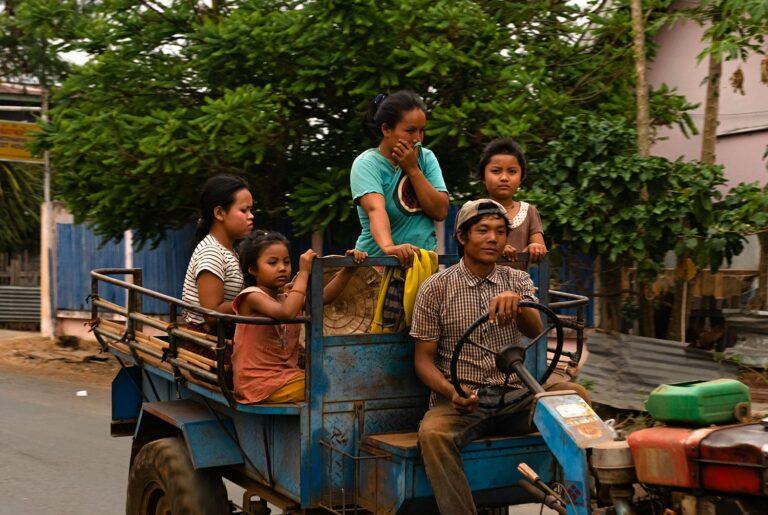 Famille de laotiens avant notre grand retour de voyage à cause de la crise du Coronavirus