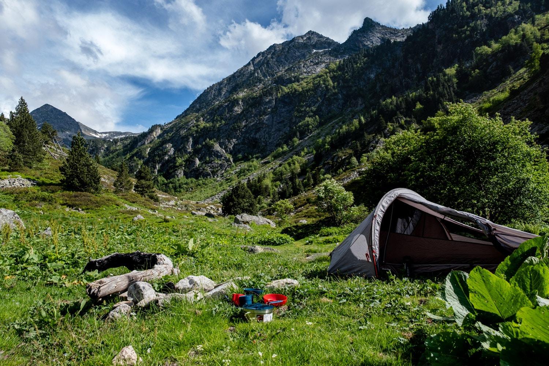 bivouac pyrénées : randonnée avec nuit sous la tente en montagne