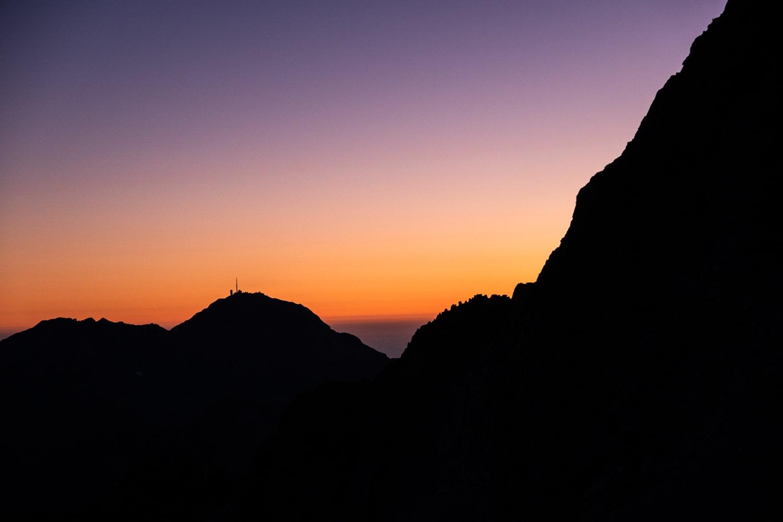 Levé de soleil depuis le turon de Néouvielle vue sur le pic du midi de bigorre