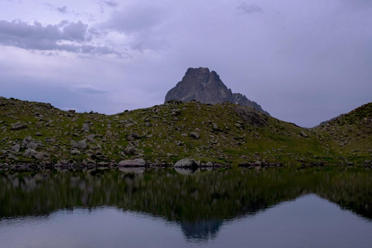 Vue du pic du Midi d'Ossau depuis les lacs d'Ayous