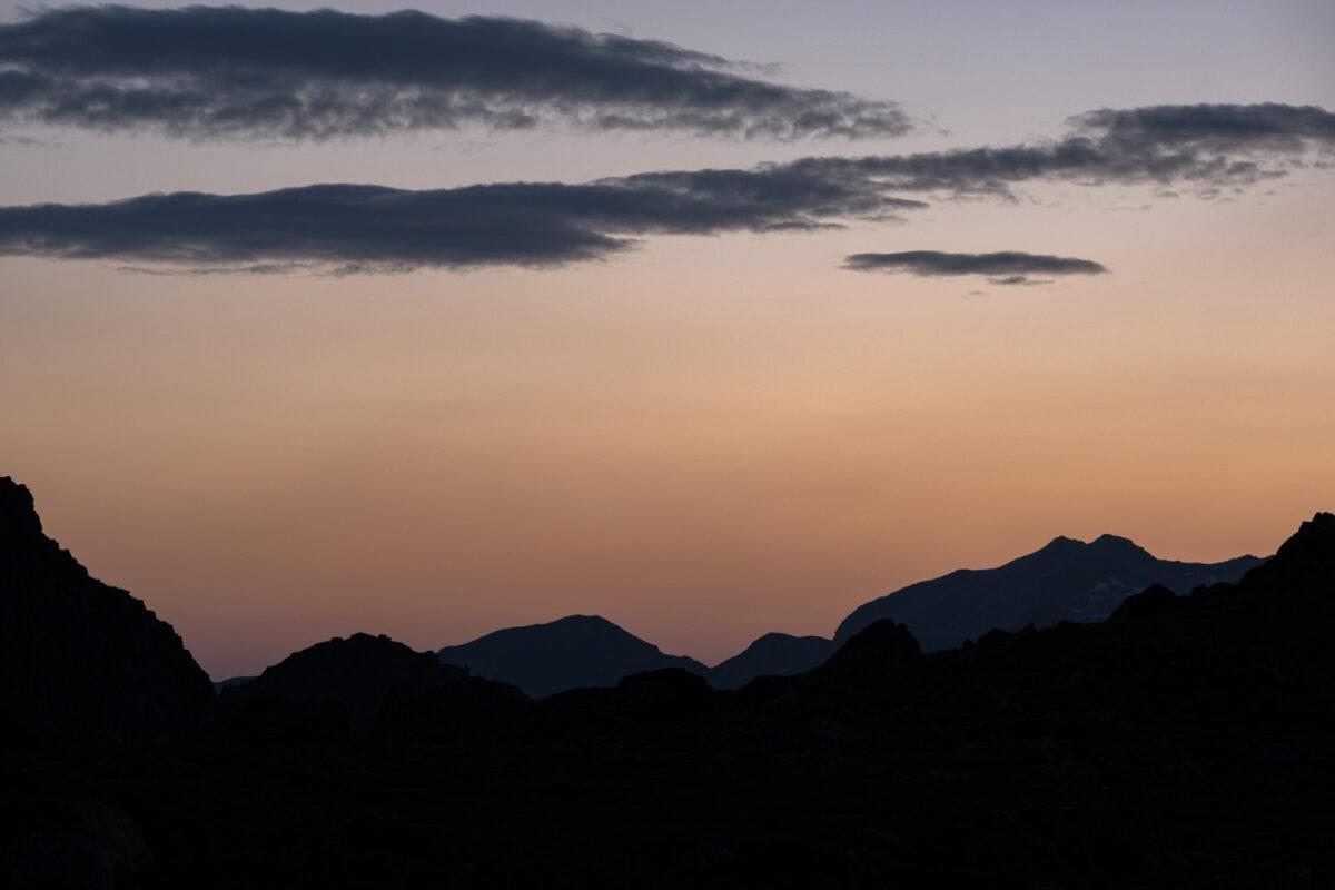 Coucher de soleil en vallée d'Ossau bivouac aux lacs d'Ayous