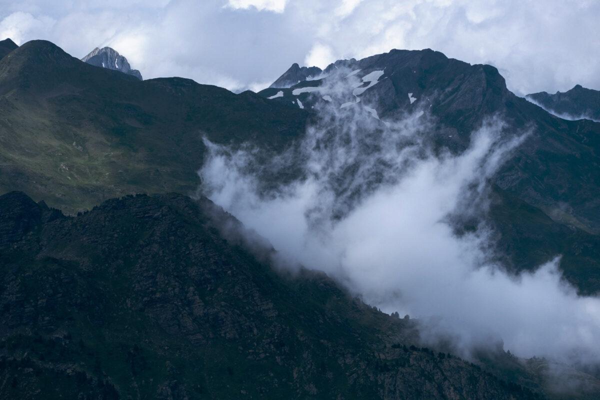 Montée de brouillard en vallée d'Ossau