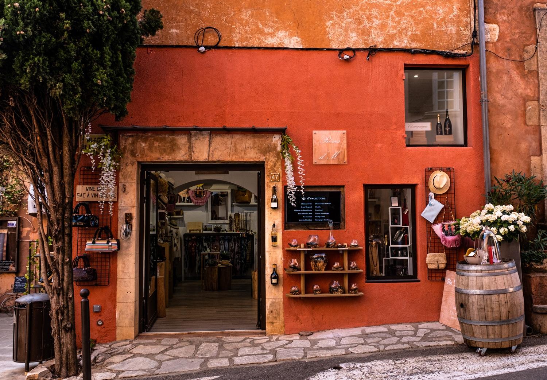 Ruelle de Roussillon village du Luberon, les ocres de Provence