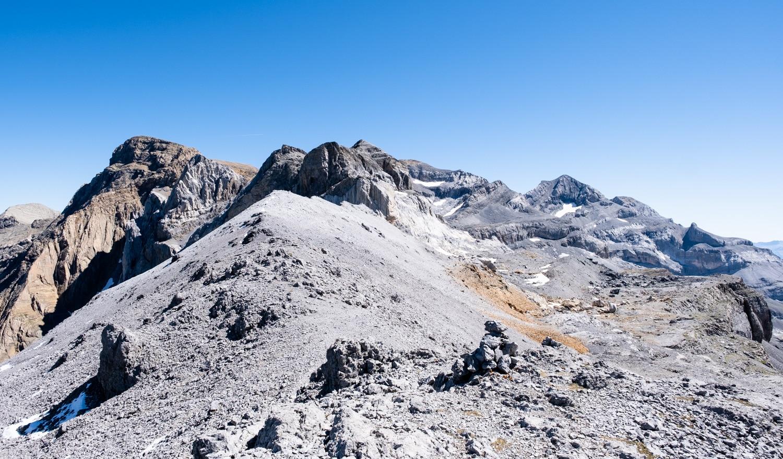 Randonnée dans les Pyrénées, le Mont perdu depuis le col de la cascade