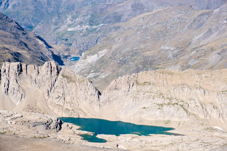 Brèche et refuge de Tuquerouye depuis le sommet du mont perdu
