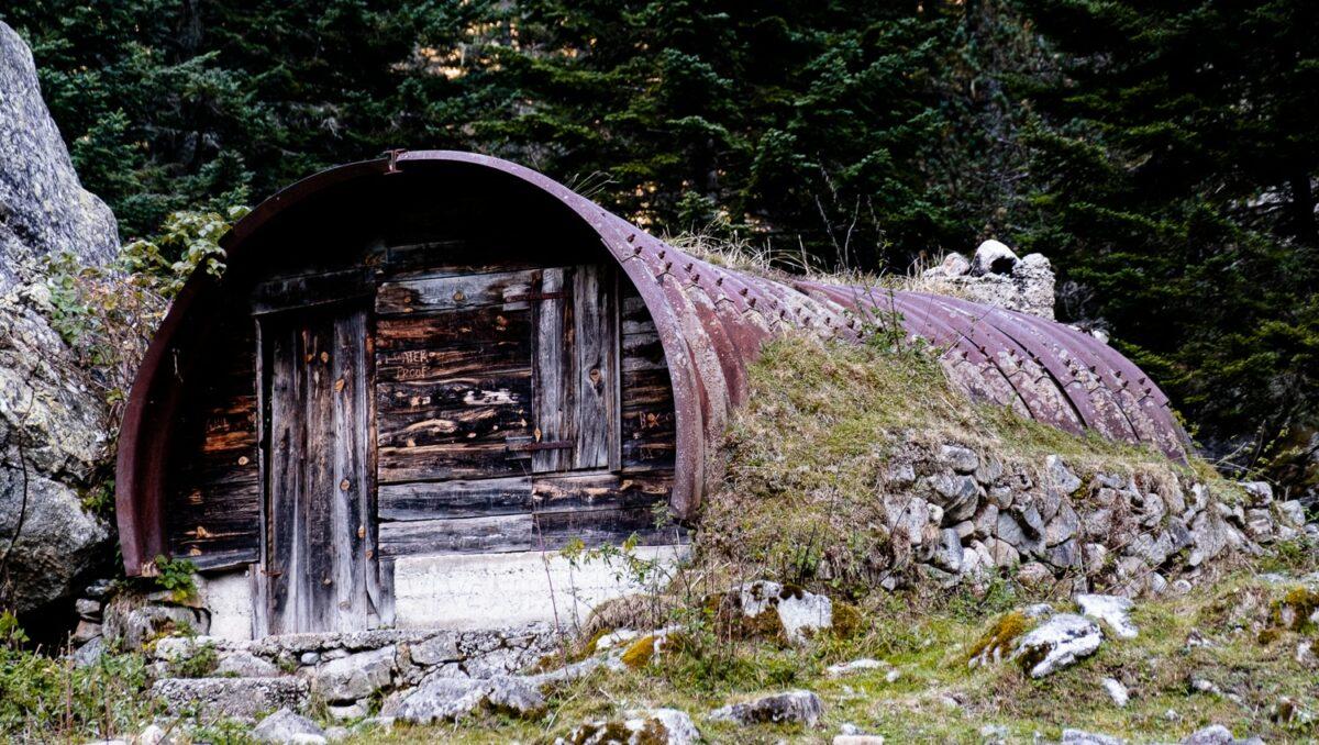 Cabane sur le chemin du lac d'Estom