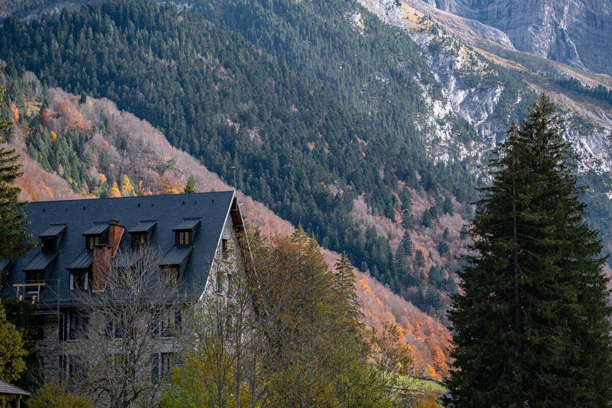 couleurs d'automne sur la vallée du cirque de Gavarnie