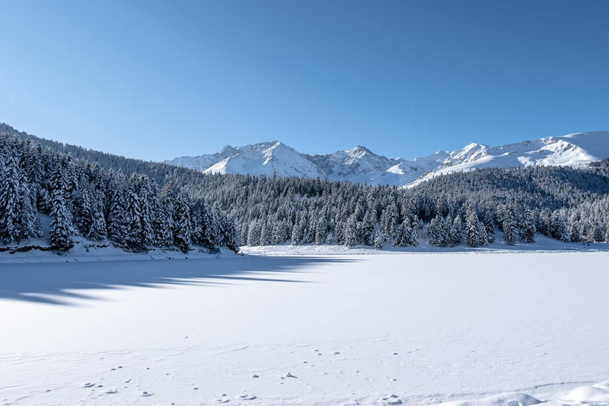 Lac de Payolle gelé en hiver