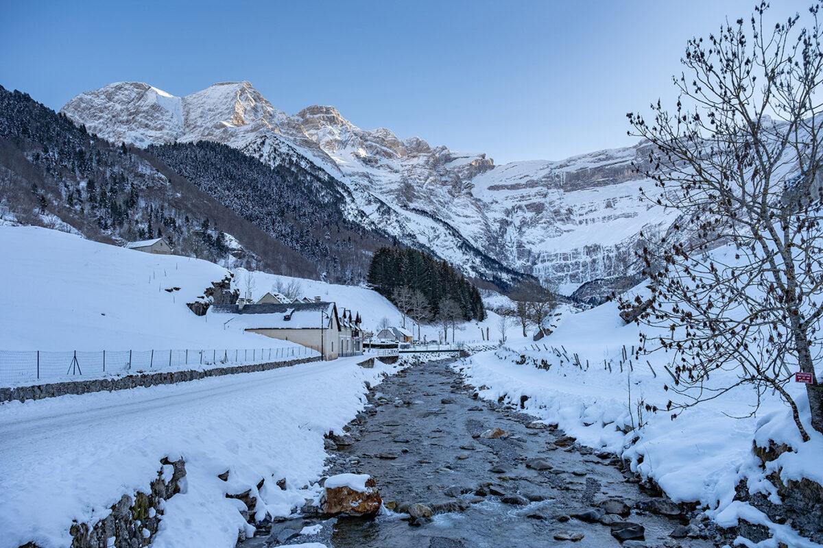 Cirque de Gavarnie en hiver, randonnée en raquettes