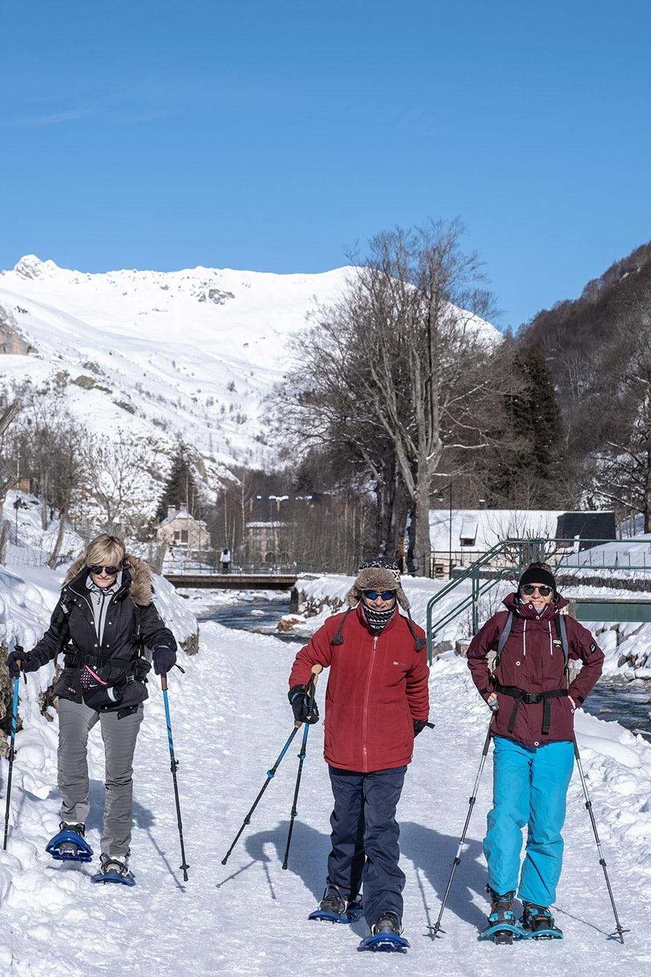 Raquettes au cirque de gavarnie en hiver en famille