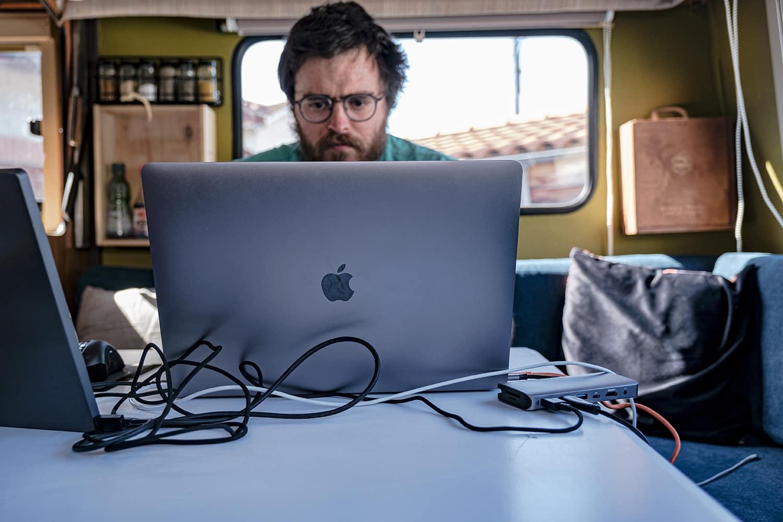 Travail dans son camping-car nomade digital voyage france et europe