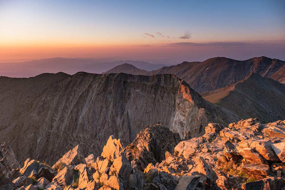 Lever de soleil au sommet du pic du Canigou