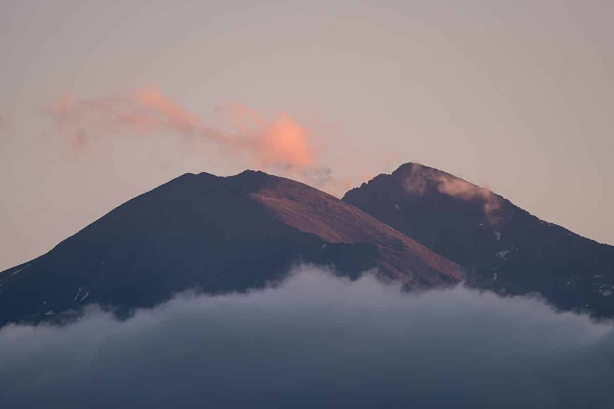 Vue sur le pic du Canigou dans les Pyrénées Orientales