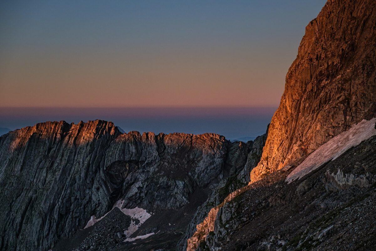 Paysage magnifique des Pyrénées lors de la randonnée au pic des Posets