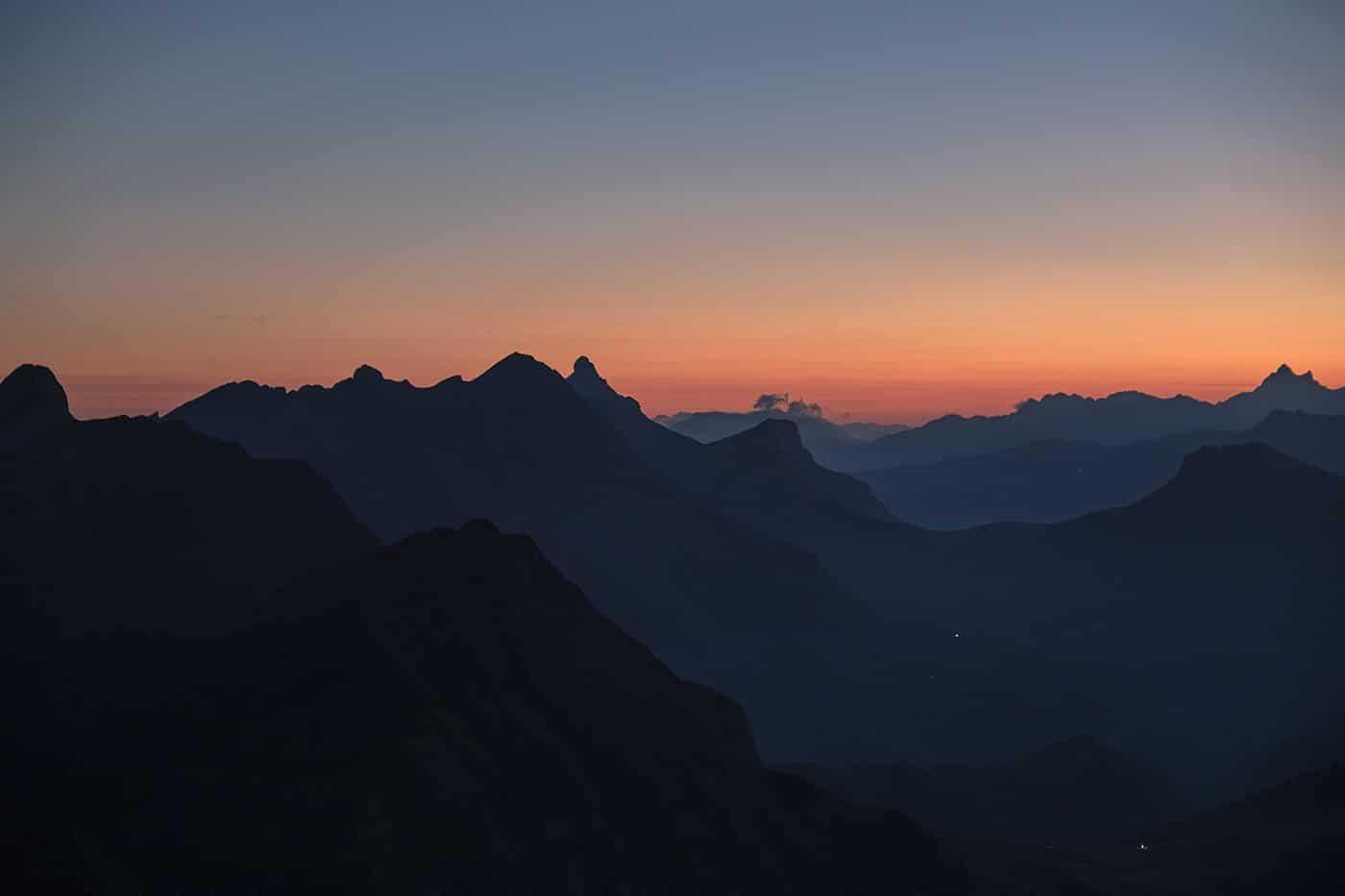Lever de soleil sur les Aravis depuis le Mont Charvin