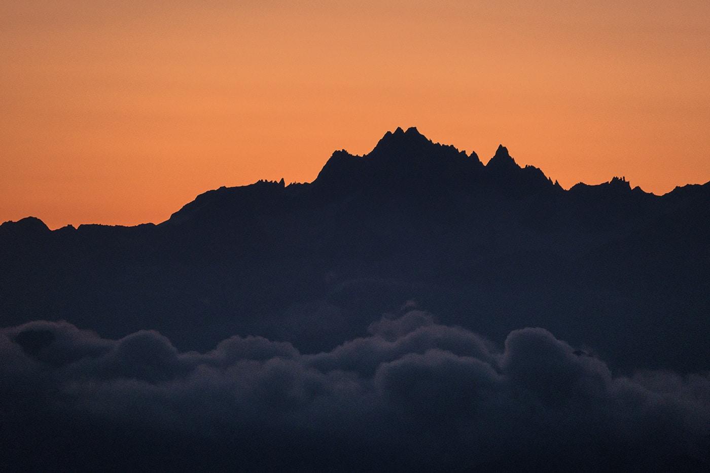 Lever de soleil au sommet du Mont Charvin