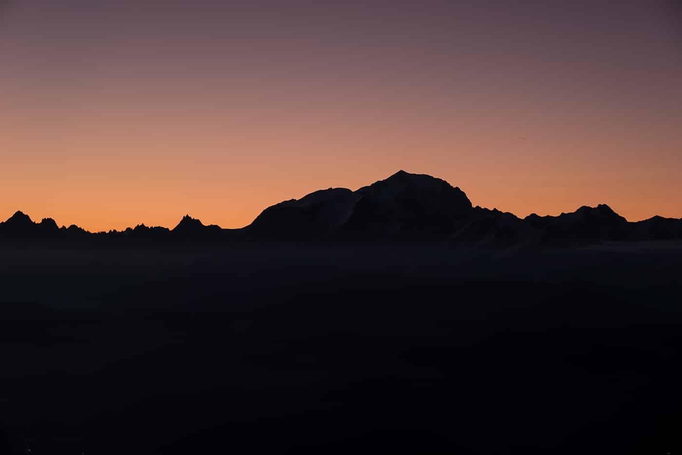 Randonnées dans les Alpes au sommet du Mont Charvin avec bivouac au lac Charvin