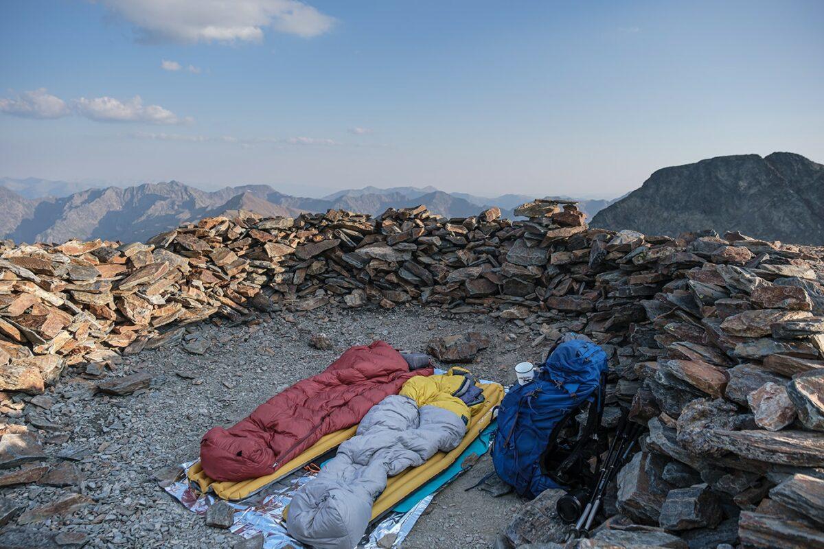 Campement pour bivouac au sommet du pic du Montcalm