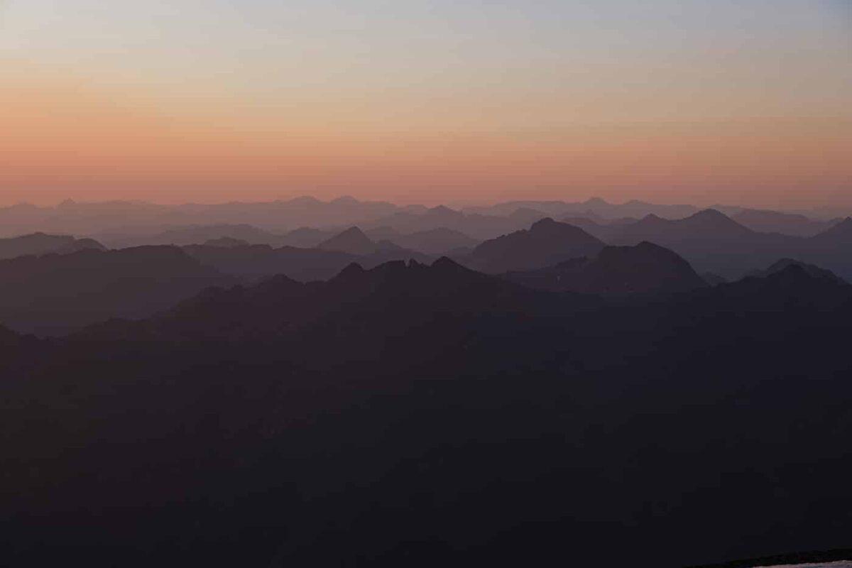 Pic du Montcalm au levé du soleil