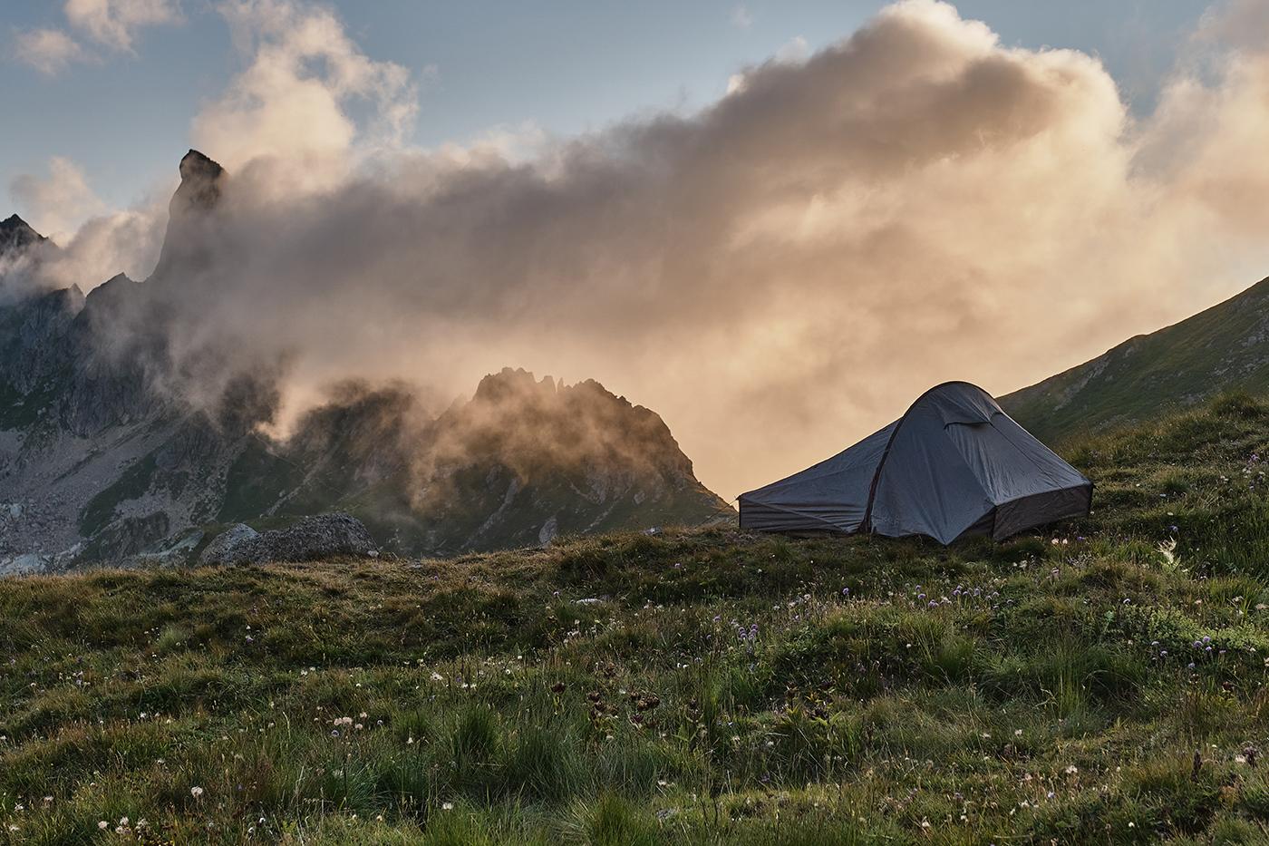 Bivouac refuge du Presset vue sur la Pierra Menta randonnée dans le Beaufortain