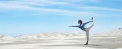 yoga dans les dunes de farewell spit près de takaka au nord de golden bay